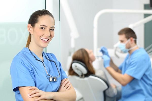 dental-assistant-training