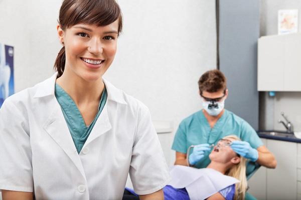 dental-assistant-college